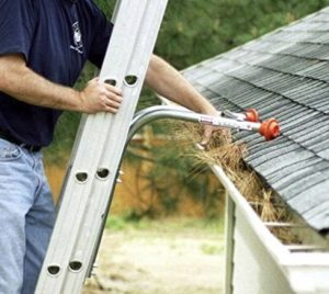 ladder stabilizer for gutter cleaning